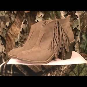 Woman's Faded Glory Fringed half boot, size 7